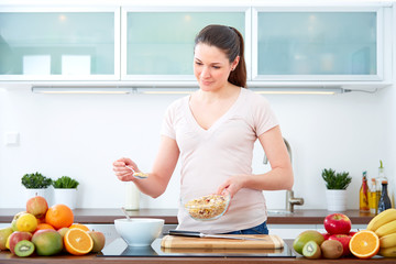 Young woman preparing cereals for breakfast