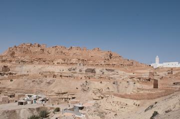 ville Tunisienne mosquée désert