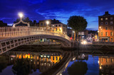 Fototapeta Bridge in Dublin at night