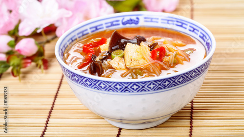 Sauer-scharf-Suppe - chinese hot and sour soup - 81692131