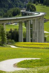 チロル谷の高架高速道路