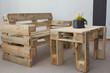 Leinwanddruck Bild - robuste Sitzbank und Tisch aus Paletten