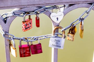 Vorhängeschlösser als Symbol für die Liebe