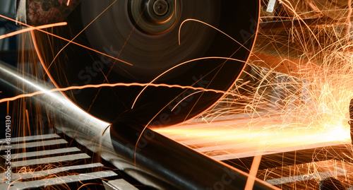 Staande foto Industrial geb. metal cutting