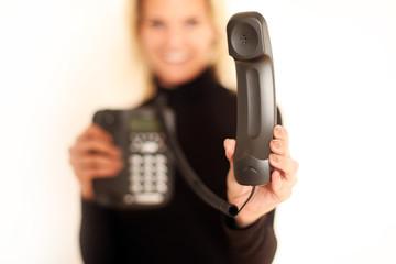 Frau mit Telefonhörer
