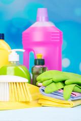 reinigungsmittel und putzlappen