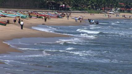 People enjoying Mahabalipuram beach