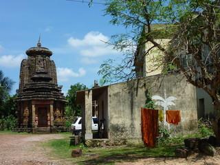 ブヴァネシュワールの寺院とサリー
