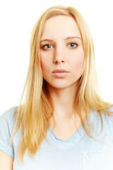 Passbild einer jungen blonden Frau