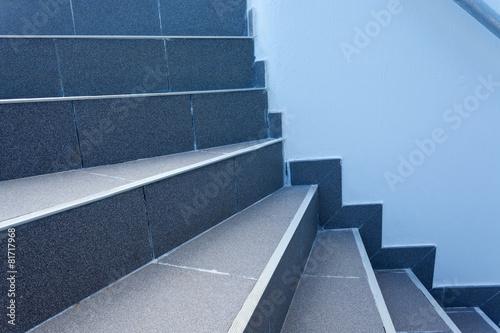 marches d'escalier extérieur - 81717968
