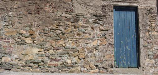 Hintergrund - Naturstein Mauer mit Holztür