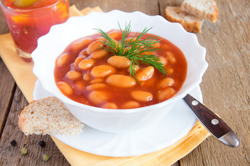 Beans in tomato sause