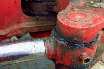 Gelenk in Rot einer Baumaschine