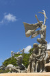 Leinwanddruck Bild - Three groups at Raices Statue.