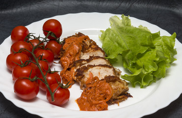 Жареная куриная грудка с помидорами черри