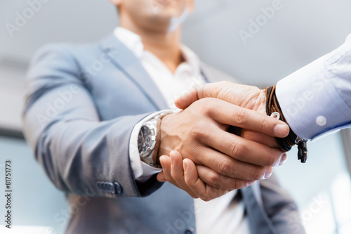 Handshake of businessmenoncepts - soft focus плакат