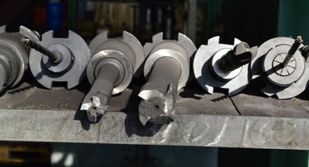 инструмент для обработки крышек дизельного двигателя
