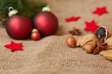 Hintergrund zu Weihnachten mit Christbaumkugel
