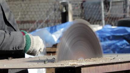 electric sawmill cuts