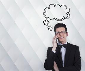 hombre de negocios moderno hablando por teléfono