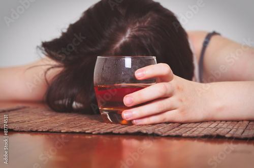 alcoholism - 81774531