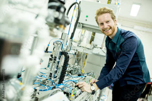 Engineer in the factory - 81775315
