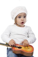 Niña pequeña con guitarra