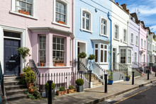 "Постер, картина, фотообои ""London street of terraced houses without parked cars."""