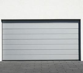 Garagentor Garageneinfahrt mit Pflasterstein