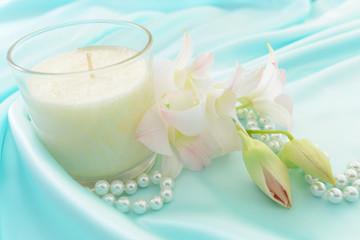 アロマキャンドルと真珠のネックレス
