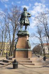 Памятник Петру Первому апрельским днем. Кронштадт