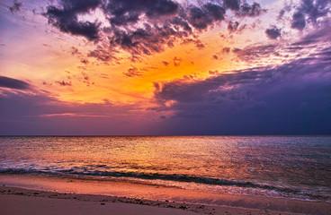 宮古島の浜辺の夕景