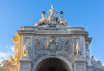 Triumphbogen auf dem Praca do Comercio in Lissabon