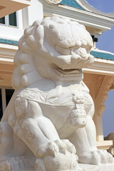 mable lion statue