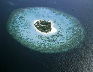 インド洋に浮かぶ小島空撮