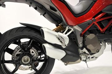 白背景のオートバイ