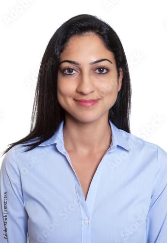 Bewerbungsfoto einer lachenden türkischen Geschäftsfrau - 81802155