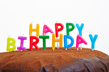 Happy Birthday Kerzen auf Kuchen