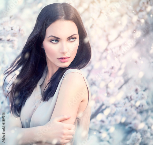 Spring fashion girl outdoor portrait in blooming trees - 81807548