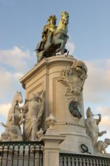 Statue König Jose I auf der Praca do Comercio in Lissabon