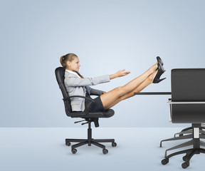 Businesslady sitting profile in chair with her crossed legs on