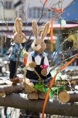 Lapin et décoration au marché de Pâques