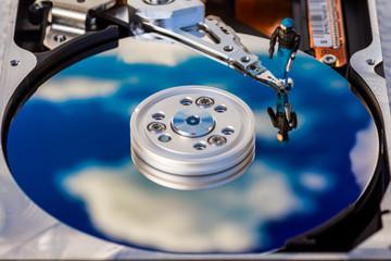 Datendieb klaut Daten im Cloud-Speicher