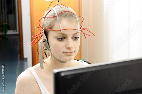 Leinwanddruck Bild Neurofeedback bei Ergotherapie