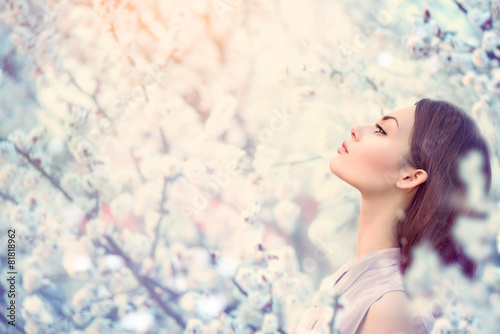 Spring fashion girl outdoor portrait in blooming trees - 81818962