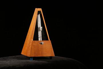 Mechanical metronome with pendulum swing