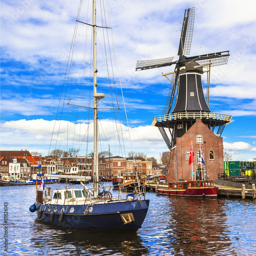 Fotobehang Amsterdam Holland, Haarlem' canals. windmill and sail boat