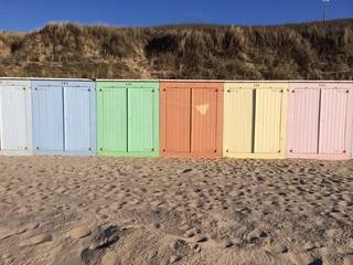Strand Häuschen bunt Reihe Pastellfarben