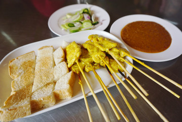 Grilled pork satay with bread and peanut sauce