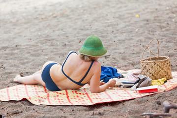 détente sur plage des vacances
